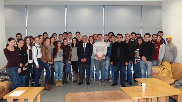 Zaven Akian Shares Secrets of Success with AUA Students