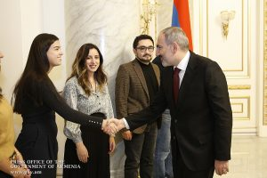 Margaret Ryan shaking hands with PM Nikol Pashinyan