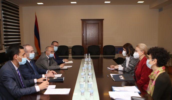 ESCS Minister receives AUA President