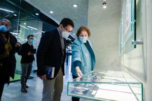 Ordyan shows Hoffman AUA's historical archives