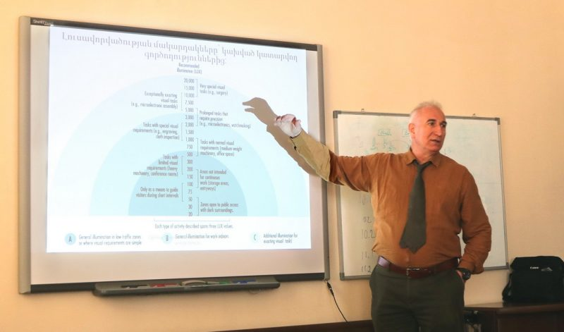 Artak Hambarian presenting his textbook